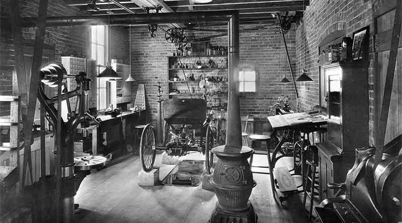 Réplica de la tienda donde Henry Ford construyó su primer automóvil, Greenfield Village, Dearborn, Michigan.